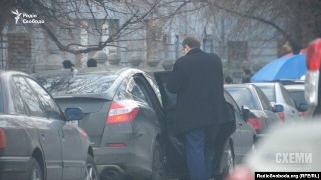 Антон Геращенко запевняє, що послуги водія не оплачує