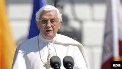 پاپ گفته است که اجازه نخواهد داد کودک آزاران به به کسوت کشيشی در آيند. (عکس از epa)