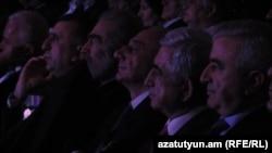 Лидер Карабаха Бако Саакян и бывший президент Армении Серж Саргсян присутствовали на праздничном концерте, посвященном майскому тройному празднику, Степанакерт, 8 мая 2019 г.