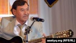 Әнші-сазгер Қорабай Есенов. Ақтөбе, 25 сәуір 2012 жыл.