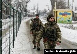 Українські прикордонники в селищі Мілове