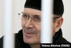 Оюб Титиев в зале суда в Грозном