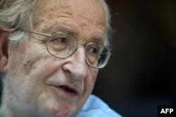 """""""Kad netko kao Chomsky (na fotografiji) pruži bezrezervnu podršku Deklaraciju, to je fantastična stvar."""""""