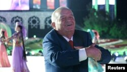 Президент Ислом Каримов Наманганга сафари пайтида қизларни эрта эрга беришни ўзига қарши чиқиш билан қиёслади