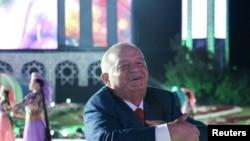 В предыдущие годы на празднике по случаю Дня независимости президент Ислам Каримов всегда пускался в пляс.