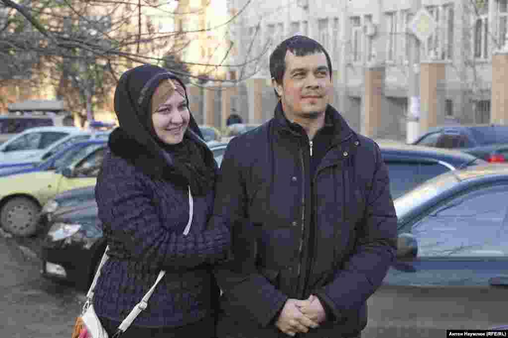 Крымский адвокат Эмиль Курбединов 5 февраля вышел из изолятора временного содержания в Симферополе после десятидневного ареста. Эмиль был задержан в Бахчисарае 26 января, когда ехал на обыск к активисту Сейрану Салиеву для оказания юридической помощи