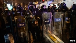 Полицейские на месте теракта в Стамбуле в новогоднюю ночь