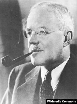 """Директору ЦРУ Аллену Даллесу (1893-1969) приписали цитаты из романа """"Вечный зов"""""""