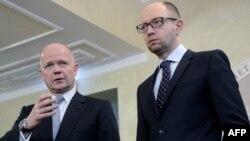Вільям Гейґ на зустрічі з головою українського уряду Арсенієм Яценюком, 3 березня 2014 року