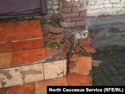 Дом Вахтангова, разбитые ступеньки