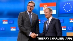 Serbia's President Aleksandar Vucic (L) and European Union Council President Donald Tusk