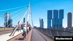 Мост в Роттердаме. Иллюстративное фото.