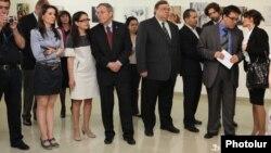 Выставка под названием «Свобода печати, право на получение информации» в Союзе художников Армении, Ереван, 3 мая 2012 г.