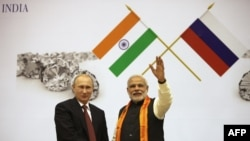 Russian President Vladimir Putin (L) with Indian Prime Minister Narendra Modi at The World Diamond Conference at Vigyan Bhawan in New Delhi, on December 11