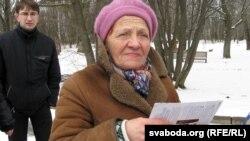 Сябра БХД Галіна Котава заяўніца пікета ў парку Румлёва