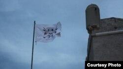 """Zastave tvrtke """"Razvoj golf"""" na zidinama Starog grada"""