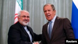 Iranian Foreign Minister Mohammad Javad Zarif (left) and his Russian counterpart Sergei Lavrov (file photo)