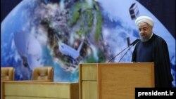 رییسجمهوری ایران یکبار دیگر بر کوچکسازی دولت و واگذاری امور به بخش خصوصی تاکید کرد.