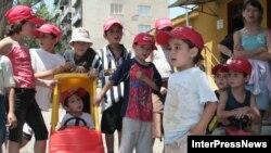 То, что в детсадах наблюдается острая нехватка квалифицированных кадров, признают сами представители власти