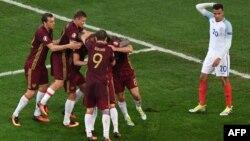 روسیه در واپسین لحظات بازی توسط دنیس گلوشاکف به گل مساوی رسید تا یک امتیاز ارزشمند را نصیب خود کند