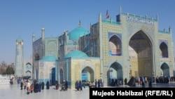 زیارتگاه منسوب بهحضرت علی در شهر مزار شریف