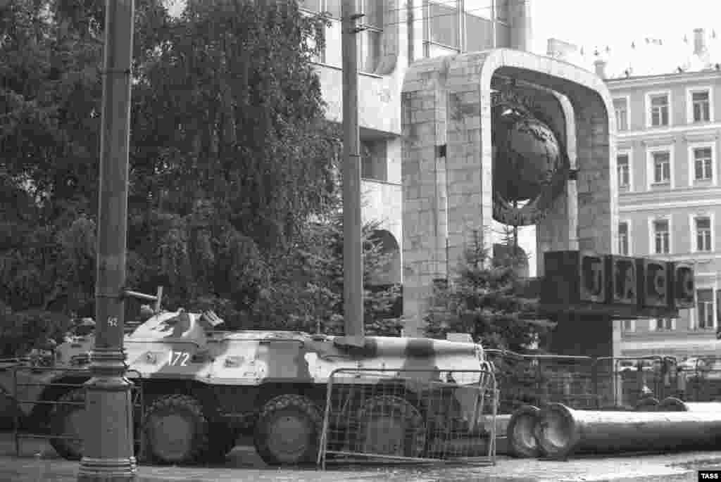 A military vehicle outside the TASS headquarters in Moscow in August 1991 during the attempted coup to unseat Soviet President Mikhail Gorbachev.