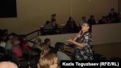 """Сурдоперевод проповеди для глухих в церкви """"Новая жизнь"""". Алматы, 28 января 2013 года."""