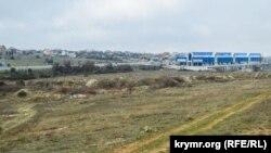Пустырь в районе 7-го километра Балаклавского шоссе, где первоначально планировалось разместить индустриальный парк
