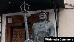 Памятник Юрию Лужкову в Москве