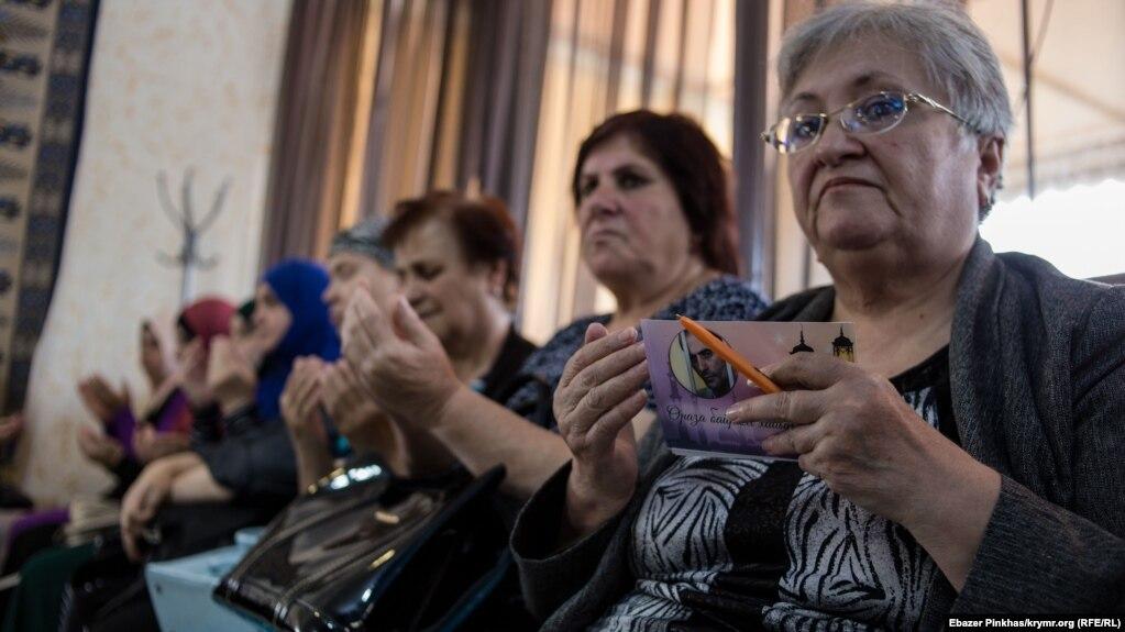 Началось собрание Крымской солидарности с молитвы
