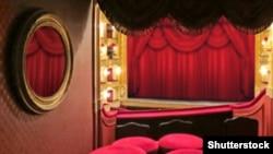 Urušava li se pozorište u Srbiji