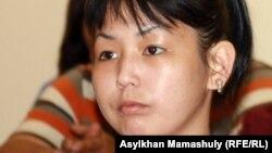 Базарбай Кенжебаевтың қызы, жәбірленуші Әсем Кенжебаева. Ақтау, 25 сәуір 2012 жыл.