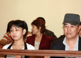 Асем Кенжебаева на суде по делу о смерти ее отца Базарбая Кенжебаева. Актау, 25 апреля 2014 года.