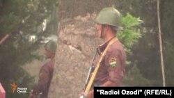 Вооруженные военные в Душанбе.