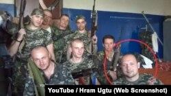 Єгор Руський в оточенні бойовиків