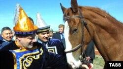 Прощай, выхухоль. Сергей Миронов рассчитывает въехать в Государственную Думу на более презентабельном животном