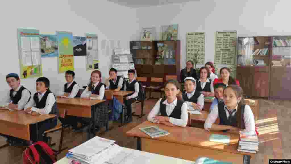 Во время урока в школе.