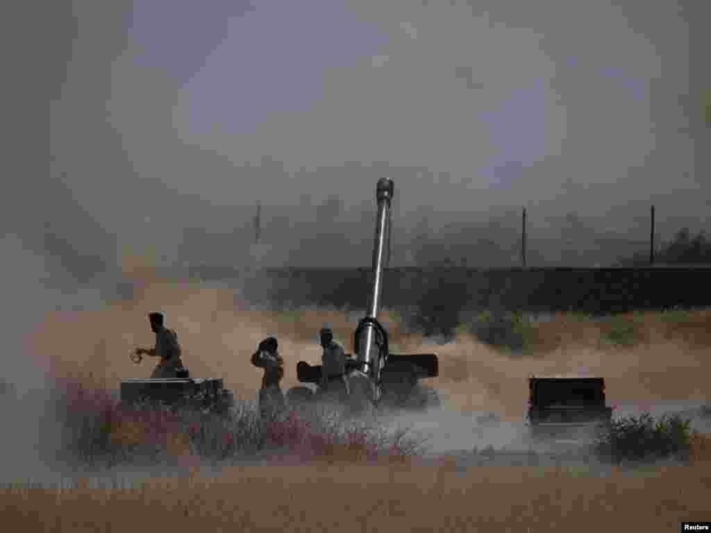 Pakistan - Artiljerijska borba duž pakistansko-afganistanske granice, 01.06.2011. Foto: Reuters / Adrees Latif