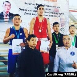Саиджон Тиллааминов (первый слева) на одном из региональных турниров, 2019 год.