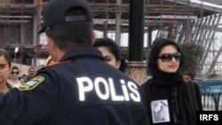 Polis, arxiv foto