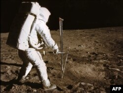 Astronavtlar Ayda, 1969