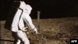 21 июля 1969 г. Пилот лунного модуля - Эдвин E. Олдрин-младший
