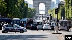 Policia franceze, fotografi ilustruese.