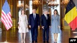 Зліва направо: королева Бельгії Матильда, президент США Дональд Трамп, король Бельгії Філіп і перша леді США Меланія Трамп під час прийому в королівському палаці в Брюсселі, 24 травня 2017 року