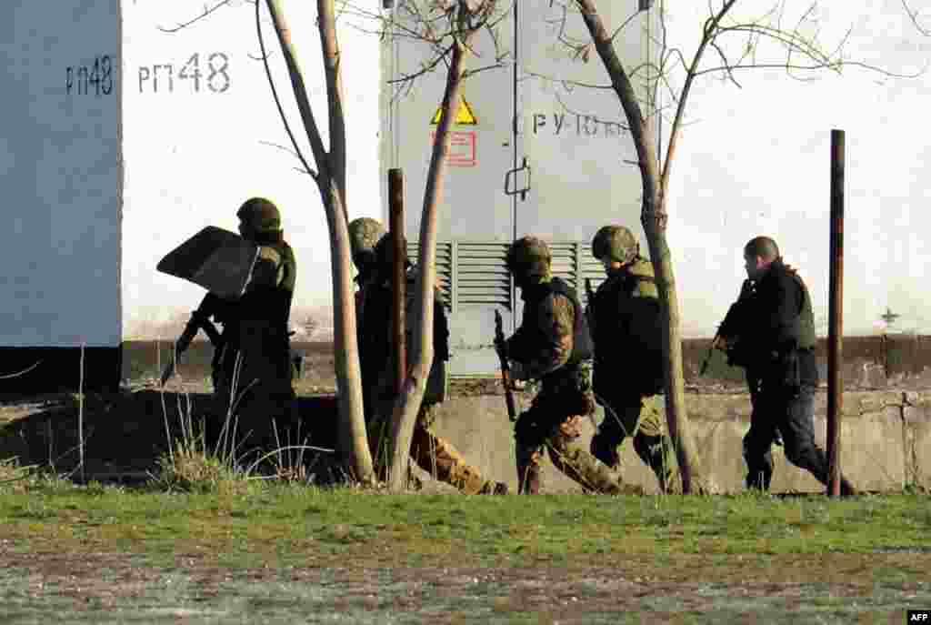 Подразделения российской армии продолжают блокировать воинские части Вооруженных сил Украины в Крыму