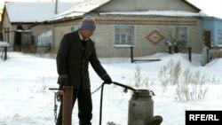 Поход за водой - обычное явление в сёлах Северного Казахстана.