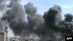 Разрывы снарядов рядом с Хомсом. Сирия, апрель 2012 г
