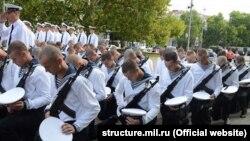 Курсанты учебного центра ВМФ России в Севастополе принимают военную присягу