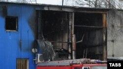 Makinat e zjarrfikjes në tregun Kahalovski, në një lagje të Moskës