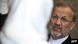 منوچهر متکی هفته پیش در حالی که در سفر سنگال به سر میبرد به دستور محمود احمدینژاد از وزارت امور خارجه برکنار شد.